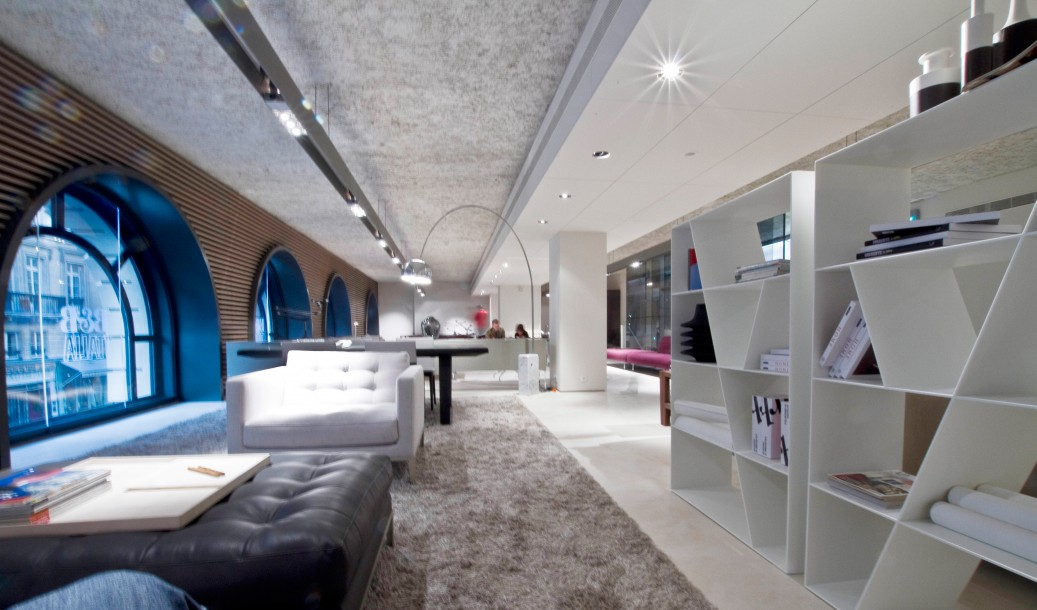 showroom b b italia. Black Bedroom Furniture Sets. Home Design Ideas